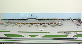 1:400 Model Airport Single Runway #4 - Gemini