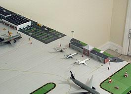 1:400 Single Runway Gemini - Option 1 Model Airport