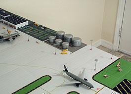 1:400 Single Runway Gemini - Option 2 Model Airport